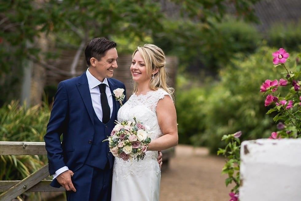 Surrey wedding photographer, Emmie Scott, Gate Street Barn